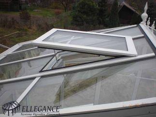 Zabudowa basenu stała okno dachowe