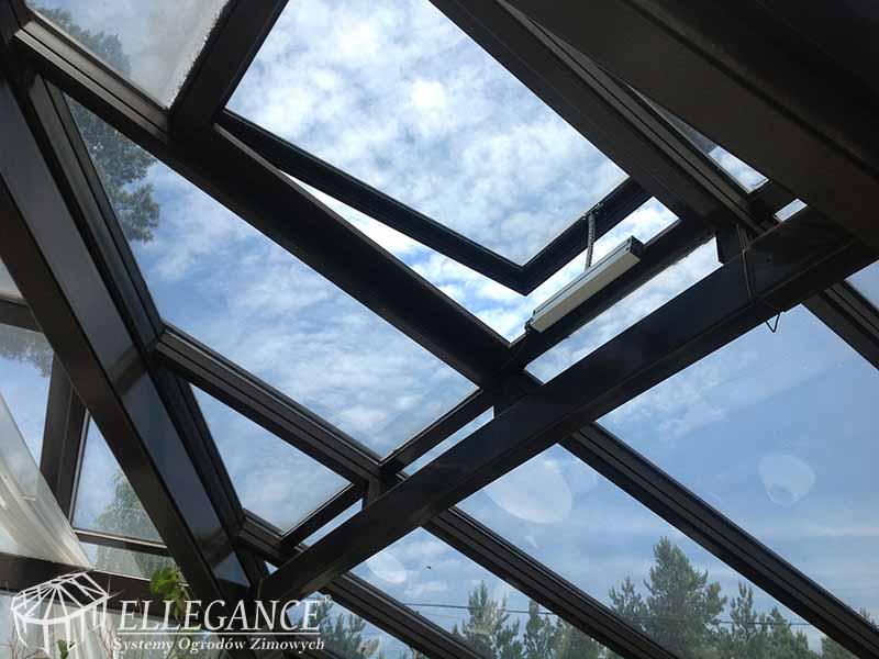 Zabudowa basenu okno dachowe