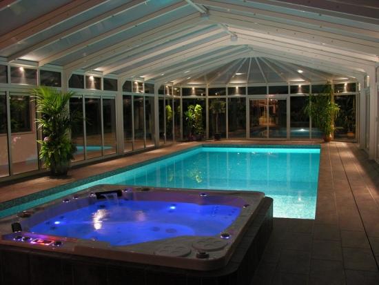 Oświetlenie ledowe basen